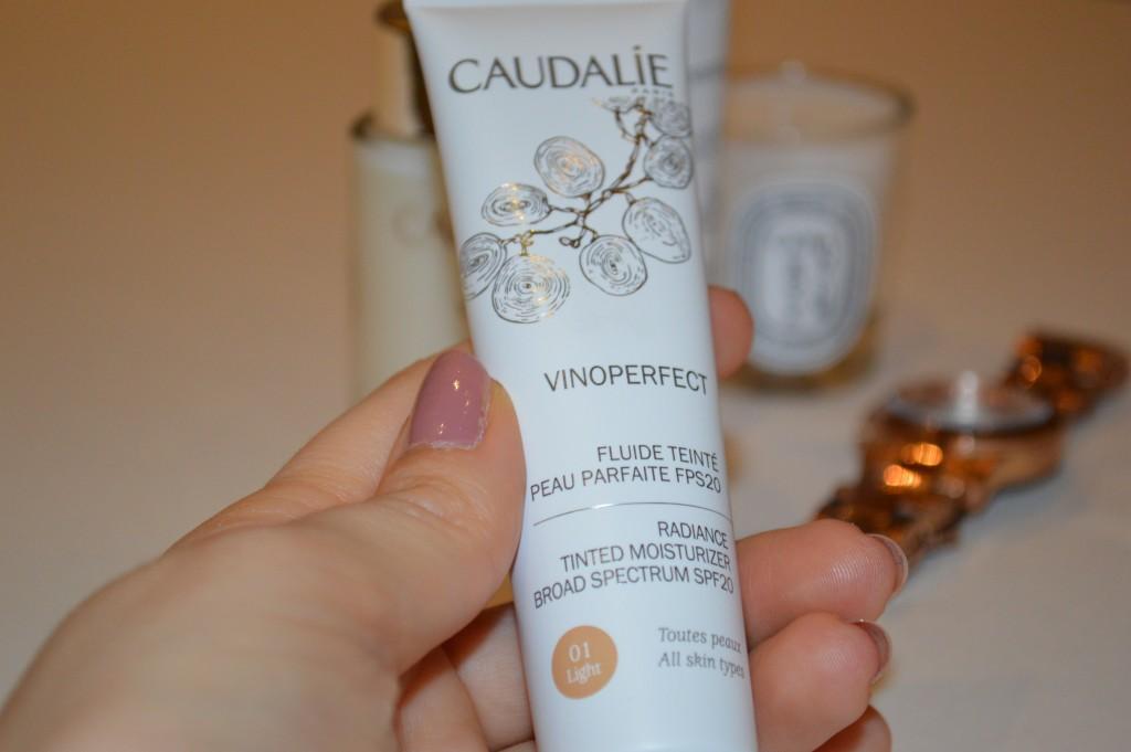 Caudalie Vinoperfect Radiance Tinted Moisturizer - Product: VINOPERFECT Fluide Tente
