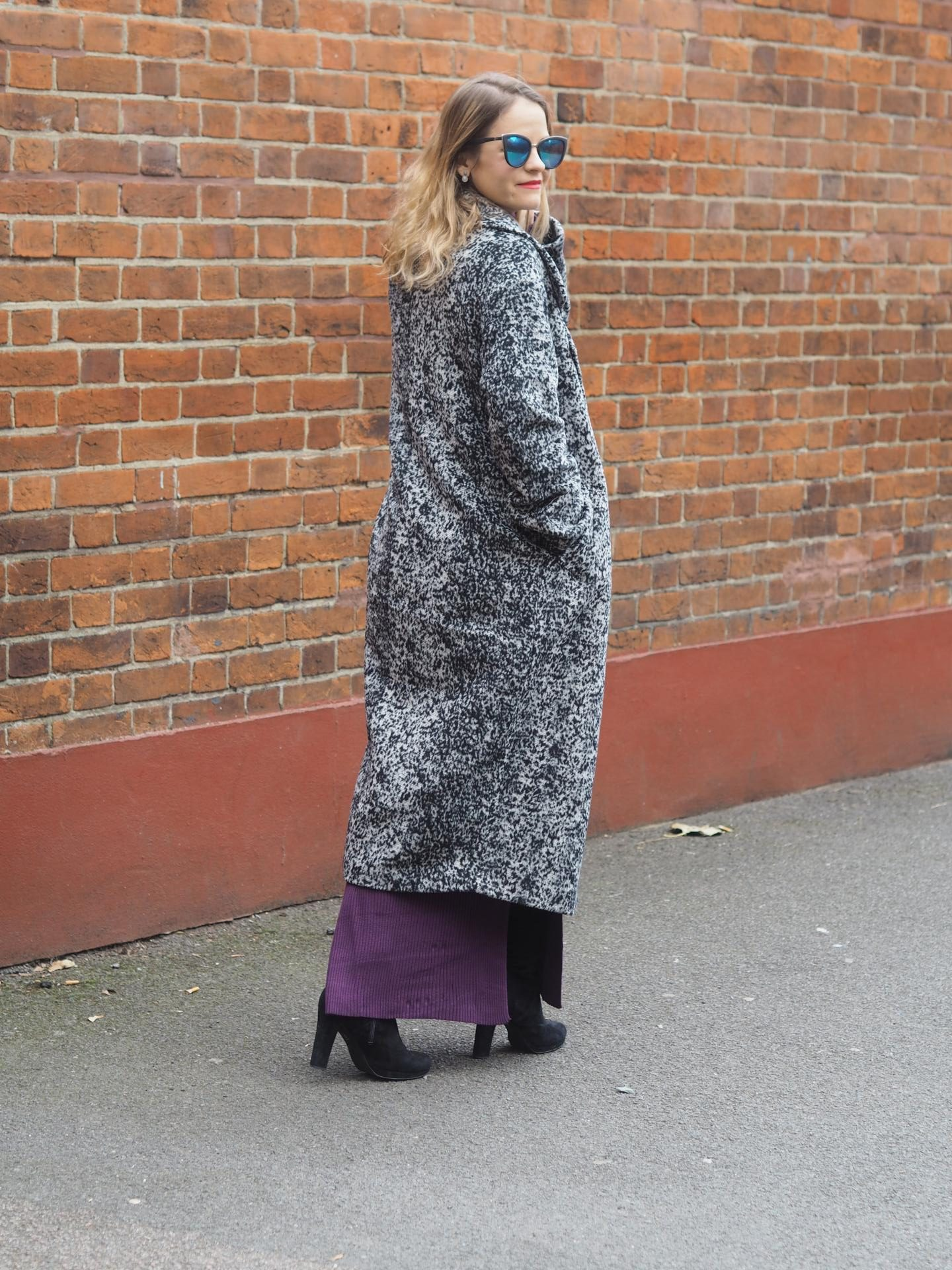 Fashion Blogger in new coat for fall