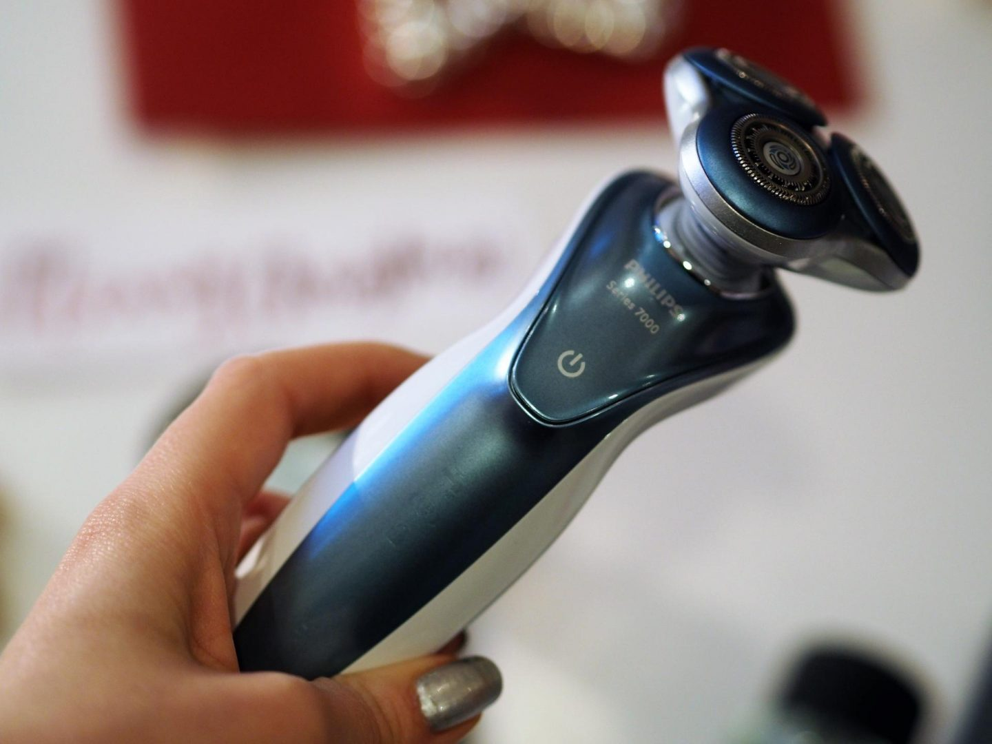 Philips Wet/Dry Shaver Series 7000 and Christmas Gift Guide for Him