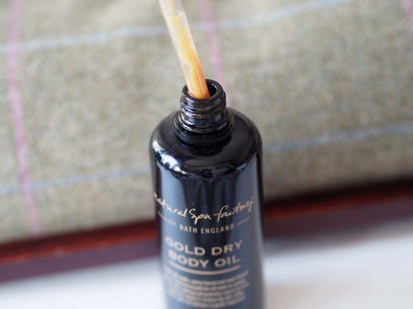 the-natural-spa-factory_spa-at-home_dry-body-oil-8 The Natural Spa Factory Gold Dry Body Oil
