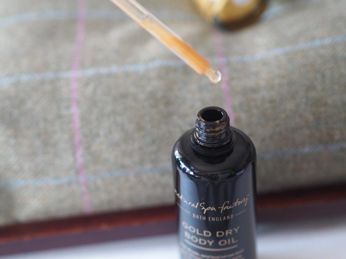 the-natural-spa-factory_spa-at-home_dry-body-oil-9 The Natural Spa Factory Gold Dry Body Oil