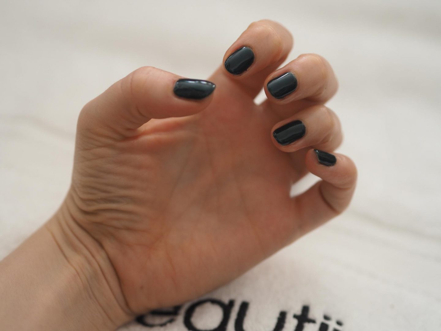 Valentine's Day gift ideas for her and Beautii Nails on Demand and Shellac Manicure
